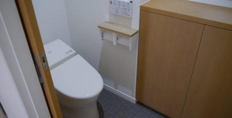 シンプルな収納上手なトイレ