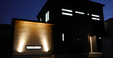 漆黒に光る家