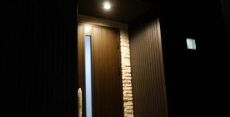 漆黒に光る家イメージ2