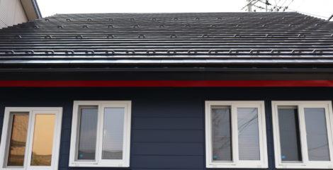 青と赤、平屋の屋根イメージ2